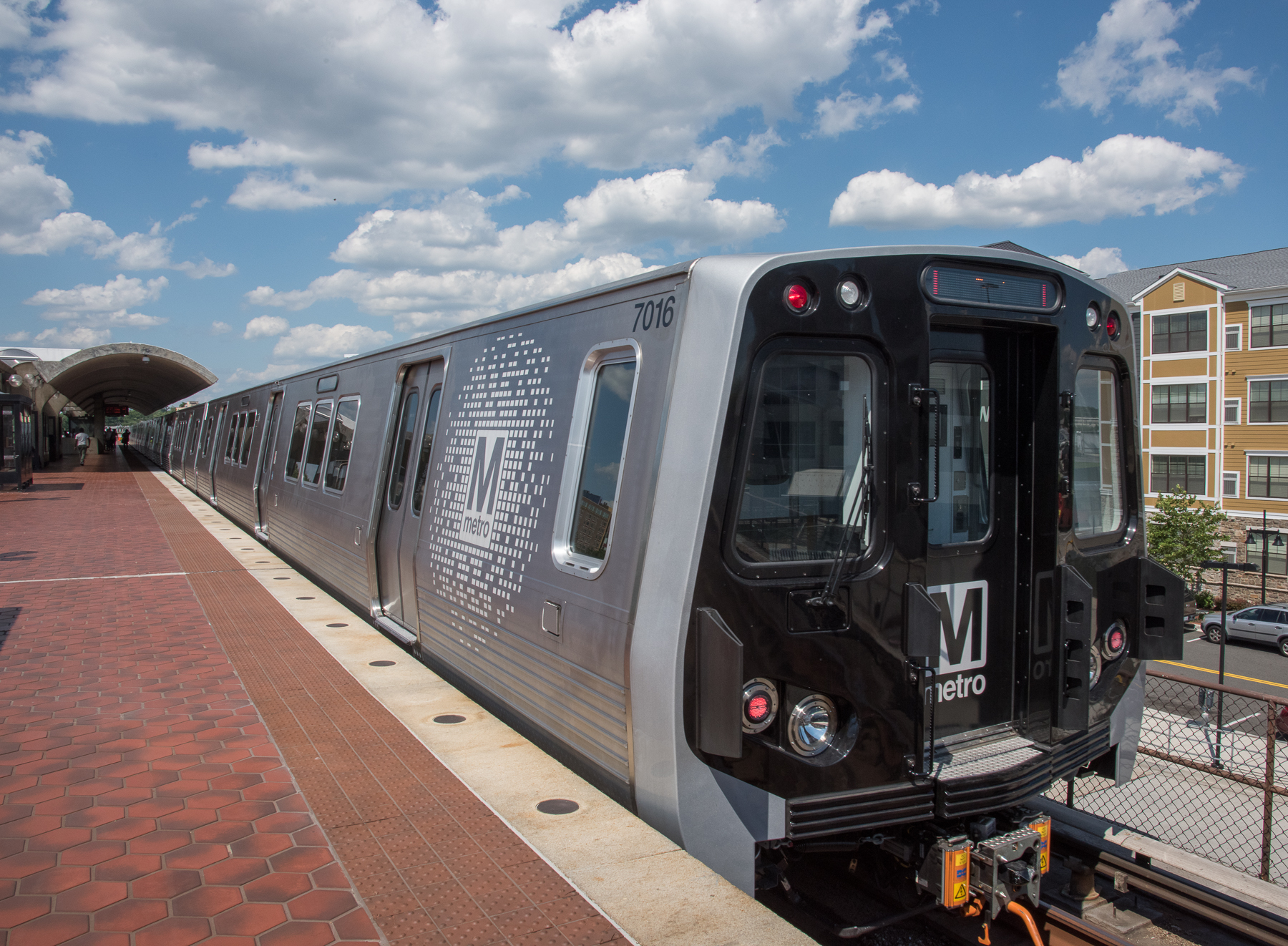 Metrorail 7000 series train at Rhode Island Av