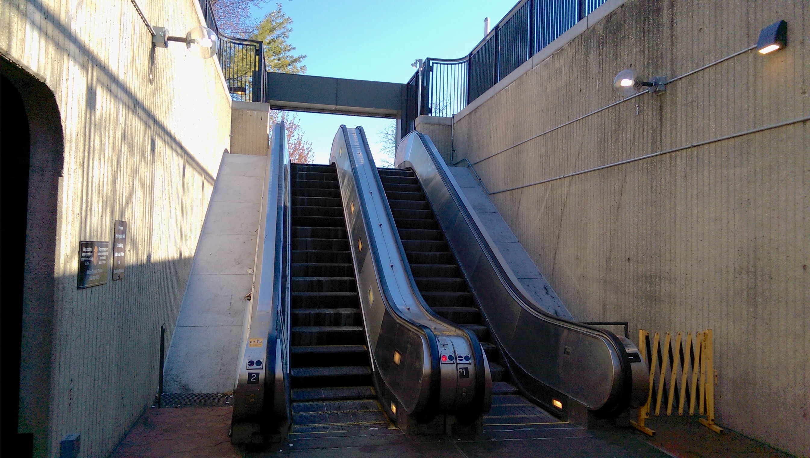 Deanwood Entrance Escalator